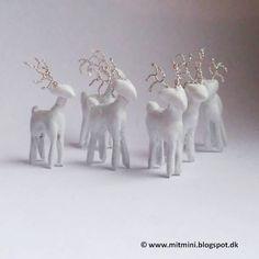 Mit mini: 2,7 cm høje hvide rensdyr, til dukkehuset, 1:12