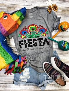 Fiesta - like there is no mañana! All colorful and festive like the Mexican folk art you love. For ladies who like a little cha cha cha in their summer of celebrations! Fiesta Outfit, Mexican Outfit, Mexican Dresses, Mexican Fiesta Birthday Party, Fiesta Theme Party, Taco Party, Mexican Party, Party Outfits For Women, Derby
