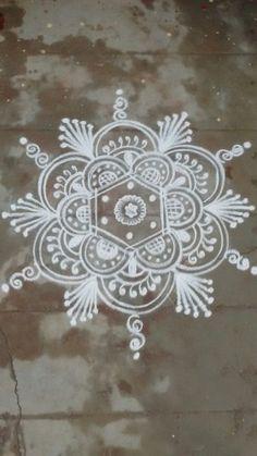 Rangoli Kolam Designs on Happy Shappy in 2019 Free Hand Rangoli Design, Small Rangoli Design, Colorful Rangoli Designs, Rangoli Ideas, Rangoli Designs Diwali, Rangoli Designs Images, Kolam Rangoli, Flower Rangoli, Beautiful Rangoli Designs