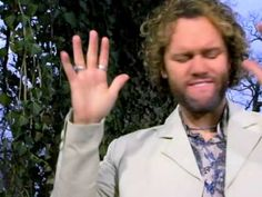 David Phelps - Arms Open Wide (Video)....hmmm..not to bad...it's funny though because you can obviously see he likes the camera lol :)