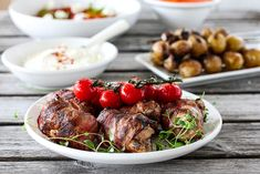 BACONSURREDE KYLLINGLÅR & GRILLEDE TOMATER | TRINES MATBLOGG Gazpacho, Bacon, Ethnic Recipes, Food, Meals, Yemek, Pork Belly, Eten