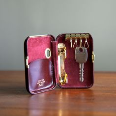 Great Father's Day Gift!   Vintage Buxton Leather Key-Tainer via Etsy.