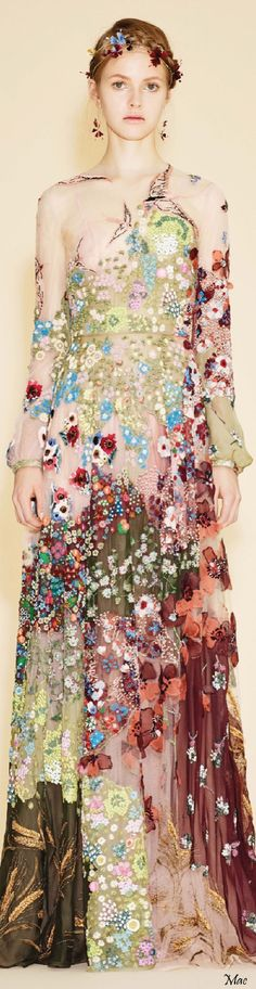 Resort 2016 Valentino looks like the woman in Gustav Klimt's The Kiss.Just i can say it is amazing.