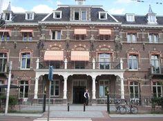 Lijn 9, halte 13 - Dapperbuurt - Manor Hotel. Eerst Burgerziekenhuis, toen Stadsdeelkantoor, nu ****hotel.