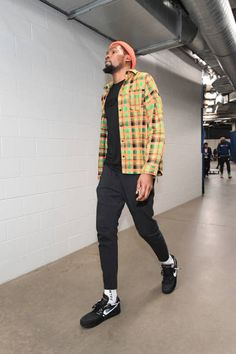 Kevin Durant of the Golden State Warriors arrives to the game against the Oklahoma City Thunder on March 16 2019 at Chesapeake Energy Arena in. Nba Fashion, Cozy Fashion, Streetwear Fashion, Mens Fashion, Header, Street Trends, Fashion Figures, Street Culture, Kevin Durant