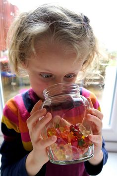 DIY crafts and kids activity ideas for creative parents Gummy Bear Science Project, Gummy Bear Experiment, Elementary Science Fair Projects, Science Fair Projects Boards, Science Experiments Kids, Science For Kids, Kindergarten Science, Preschool Activities, Activity Ideas