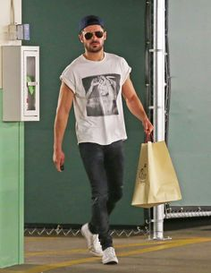 Zac Efron picked up some grub in LA on Friday.