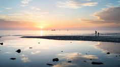 reflet solaire - null Station Balnéaire, Photos Du, Instagram Accounts, Celestial, Sunset, Beach, Water, Outdoor, Lens Flare