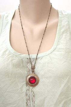 reminds me of the necklace in The Secret of Nimh.