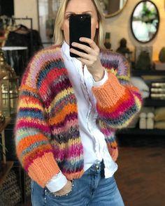 """Strikk din mote💕's Instagram profile post: """"PEACHES 💜 GOD HELG! www.knitteriet.no"""" Mohair Sweater, Crochet, Vest, Pullover, Wool, Knitting, Hair Styles, Art Things, Peaches"""