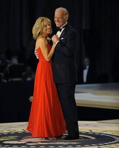 True Love Couples, Cute Couples, Joe Biden President, Usa President, Presidente Obama, Obama And Biden, Jill Biden, Badass Women, Bridesmaid Dresses