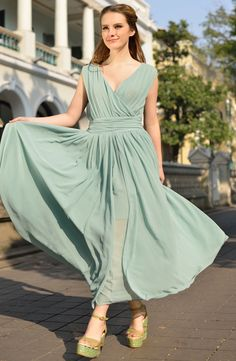 Green V Neck Sleeveless Slim Pleated Chiffon Dress US$32.50