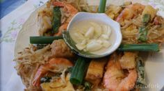 """Filipino """"tempura"""" made with shrimp, green onion, bean sprouts and tofu! Yum! Ukoy (shrimp and bean curd fritter) recipe"""