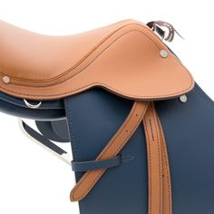 Hermès Steinkrauss Bicolor Mini Saddle Statue Your go-to shopping place for vintage & pre-loved designer luxury.