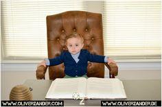 Whos the boss ?  Wer ist der Boss ?  #boss  #child  #office  #büro  #kind  #kündigung  #fired  #job  #arbeit  #chair
