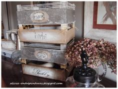Alicia entre pinturas: CRAQUELANDO CON LA CHALK PAINT Y CON MARY88 - UNAS CAJITAS DE FRESAS Crate Crafts, Dyi Crafts, Upcycled Crafts, Wooden Crate Boxes, Vintage Crates, Magic Crafts, Fruit Box, Diy Recycle, Dollar Store Crafts