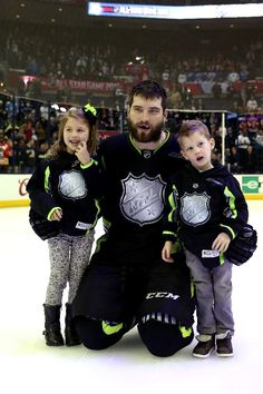 San Jose Sharks defenseman Brent Burns poses with his children Peyton and Jagger after the NHL All-Star Game (Jan. 25, 2015).