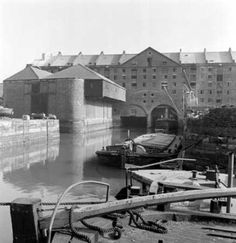 Liverpool docks where my grandad worked Liverpool Life, Liverpool Waterfront, Liverpool Docks, Liverpool History, Liverpool England, Old Pictures, Old Photos, Historical Architecture, Warehouses