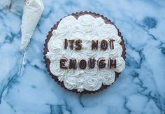 """Isabella Giancarlo asked herself how she could make sweeter a breakup quote : with her project """"Eat your heart out"""", she bakes with love all kind of delicious deserts such as apple pie and chocolate cakes featuring words hard to swallow during a separation."""