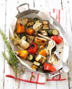 For this easy-peasy dish, select enough mixed vegetables to serve four hungry people. Choose from the freshest seasonal vegies you can find — turnip, pumpkin (winter squash), zucchini (courgette), cauliflower, fennel, red and yellow capsicum (pep