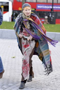 fashion designer Vivienne Westwood helped raise a flag for the Greenpeace 'Free The Arctic protest at London's Southbank Vivienne Westwood, Punk, God Save The Queen, London Protest, Stylish Older Women, Elisabeth Ii, Quirky Fashion, Advanced Style, British Style