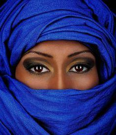 Beautiful Women of the Wild, Wild West Beautiful Muslim Women, Beautiful Black Women, Beautiful Eyes, Beautiful People, African Beauty, African Women, Urbane Fotografie, Tuareg People, Black Women Art