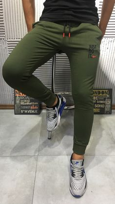 Nike Outfits, Sport Outfits, Stylish Men, Men Casual, Slim Fit Ripped Jeans, Joggers Outfit, Sweatpants, Urban Look, Gym Outfit Men