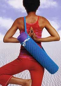 I want to make a mesh knit yoga bag like this, but I want it to have a pocket or strap or something to also carry my blocks and strap, or a small towel.
