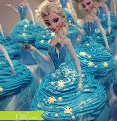 Frozen Cupcake Toppers: Elsa & Anna bring some magic to boring cupcakes Cupcakes Frozen, Frozen Cupcake Toppers, Cupcake Cakes, Frozen Cupcake Cake, Shoe Cakes, Cupcake Ideas, Cup Cakes, Frozen Birthday Party, Frozen Party
