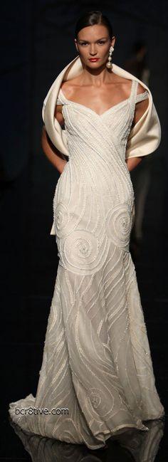 Vestido de noiva ajustado ao corpo, elegante, com echarpe, maravilhoso --------------------------------------------- http://www.vestidosonline.com.br/modelos-de-vestidos/vestidos-de-noiva