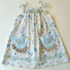 Simple dress pattern and very cute pockets.