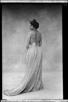 Actress and friend Réjane (Charlotte Réju).  Photo Nadar, 1900