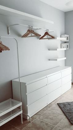 "Dressing avec trois meubles Ikea "" malm "", deux meubles Ikea "" lack "" et une tringle de Dressing Room on a Low Budget Sind weiße Wände die ultimative Dekorations-Geheimwaffe? Miss Boy. 3 Beds In One Ikea Bedroom Storage Ideas For Clothes, Bedroom Storage For Small Rooms, Room Ideas Bedroom, Bedroom Decor, Bedroom Wall, Ikea Bedroom, Bedroom Shelves, Clothing Storage, Closet Ideas For Small Spaces"