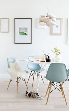 Eames molded plastic side chairs in aqua from Herman Miller Dining Room Inspiration, Interior Inspiration, Style Inspiration, Home Interior, Interior Decorating, Decorating Ideas, Luxury Interior, Deco Design, Design Trends