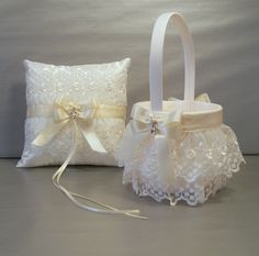 Ivory on Ivory Wedding Bridal Flower Girl Basket por evertonbridal