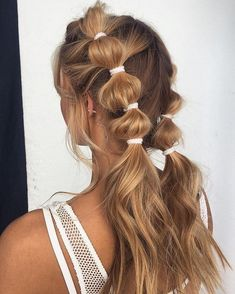 Bubble Braids New Hair Trend Style Colour Long Blonde Hair Stylist Beauty Hairca… - Langhaarfrisuren Side Curly Hairstyles, Summer Hairstyles, Easy Hairstyles, Hairstyle Ideas, Cute Messy Hairstyles, 1980s Hairstyles, Concert Hairstyles, Festival Hairstyles, Braided Crown Hairstyles