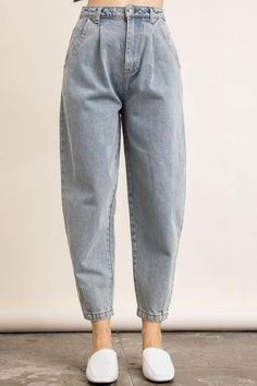 Mom Jeans Outfit Summer, Boyfriend Jeans Outfit, Summer Outfits For Moms, Jeans Outfit Winter, Cropped Jeans Outfit, Curvy Outfits, Mom Outfits, Urban Outfits, Cute Casual Outfits