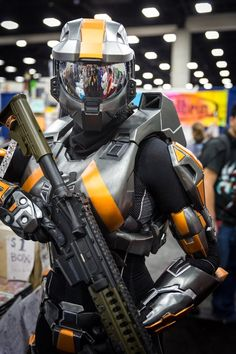 Spartan (Halo) Cosplay - #SDCC San Diego Comic Con 2014 Cosplay Armor, Epic Cosplay, Amazing Cosplay, Cosplay Girls, Halo Cosplay, Cosplay Ideas, Halo Master Chief, Comic Con Cosplay, Cool Costumes