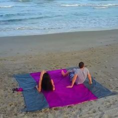 Love the beach but can't stand the sand sticking to your body? This amazing Sand Free Beach Mat saves your family the hassle of tracking sand or dirt everywhere! Enjoy the beach sand-free! Click through to get yours today with free worldwide shipping. Picnic Mat, Beach Picnic, Free Beach, Friend Goals, Beach Blanket, Beach Mat, Gadgets, Outdoor Blanket, Marvel