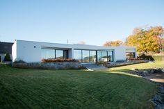 Skandynawskie wnętrza - nowoczesna forma domku nad morzem