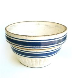 White mixing bowl with blue stripes.( we grew up with this mixing bowl,well as yellowware bowls ) Stoneware Crocks, Antique Stoneware, Antique Pottery, Earthenware, Vintage Kitchenware, Vintage Bowls, Vintage Dishes, Blue And White China, Mixing Bowls