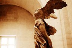 反り腰は肥満や腰痛の危険性があります。今日から改善のストレッチを行いましょう。この記事では、簡単にできて効果的な反り腰のためのストレッチを5つご紹介します。 Hip Stretches, Greek, Statue, Greece, Sculptures, Sculpture