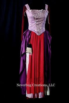 Hocus Pocus Sarah Sanderson Custom Costume by NeverbugCreations Halloween Mode, Halloween Fashion, Halloween Crafts, Halloween Party, Sister Costumes, Diy Costumes, Adult Costumes, Halloween Costumes, Costume Ideas