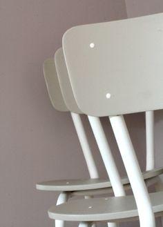 Grandes chaises d'écolier