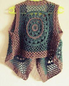 Knitting female vest models knitting baby vest samples # Tigis of Crochet Waistcoat, Gilet Crochet, Crochet Shirt, Crochet Jacket, Knit Or Crochet, Knitting Patterns, Crochet Patterns, Vest Pattern, Beautiful Crochet
