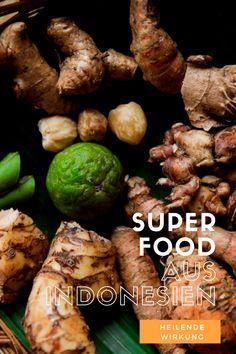 Würzig, scharf und unglaublich lecker – dafür sind Gerichte aus Indonesien bekannt. Doch was viele nicht wissen, ist das in den meisten lokalen Delikatessenechte Heilmittelstecken. Denn Naturheilkunde spiel in Indonesien eine große Rolle. Erfahre, welche Superfoods und heilende Gewürze aus Indonesien kommen und in welchen indonesischen Gerichten du sie findest. Lombok, Superfoods, Stuffed Mushrooms, Hacks, Vegetables, Travel, Life, Indonesian Cuisine, Indonesian Recipes