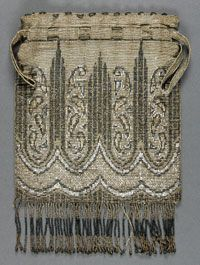 Woman's Beaded Bag    Made in United States  1900    Artist/maker unknown, American    Beading  8 x 5 1/2 inches (20.3 x 14.0 cm)