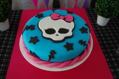 Monster High cake. Tortas Monster High, Birthday Cakes, Birthday Ideas, Monster High Birthday, Cupcakes, Birthdays, Party Ideas, Desserts, Food