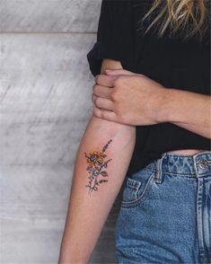 Chic Sunflower Tattoos Ideas That Will Inspire You .- Chic Sunflower Tattoos Ideen, die Sie inspirieren werden, eingefärbt zu wer… Chic Sunflower Tattoos Ideas That Will Inspire You to Be Colored – # - Dainty Tattoos, Arm Tattoos, Finger Tattoos, Body Art Tattoos, Small Tattoos, Tatoos, Arm Tattoo Ideas, Hidden Tattoos, Tattoo Art