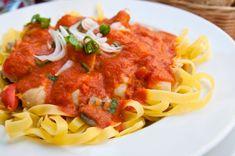 maxima si se adauga carnea, asezonata in prealabil Bolognese, Spaghetti, Appetizers, Cooking Recipes, Ethnic Recipes, Drinks, Random, Food, Drinking